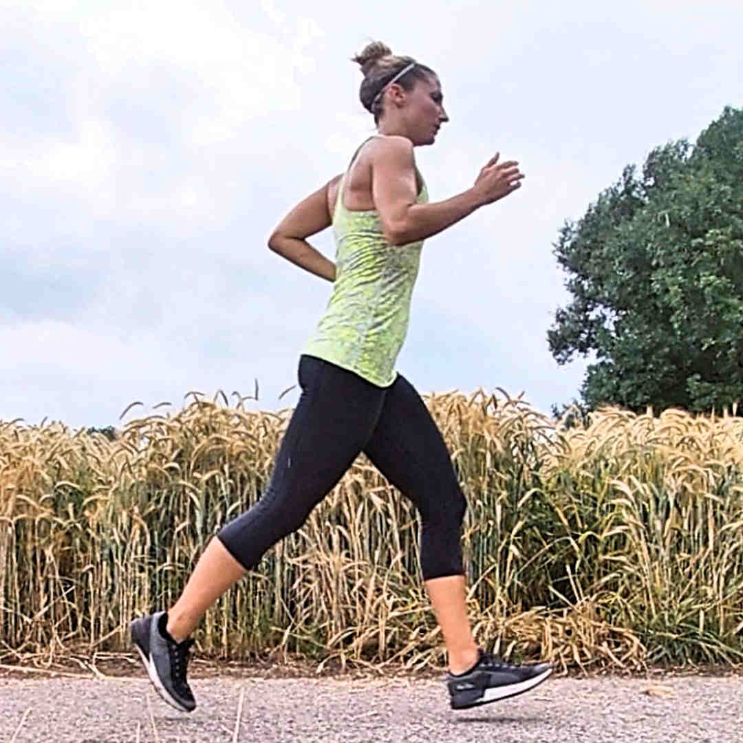 Fitnesstrainerin Steffi beim Joggen.
