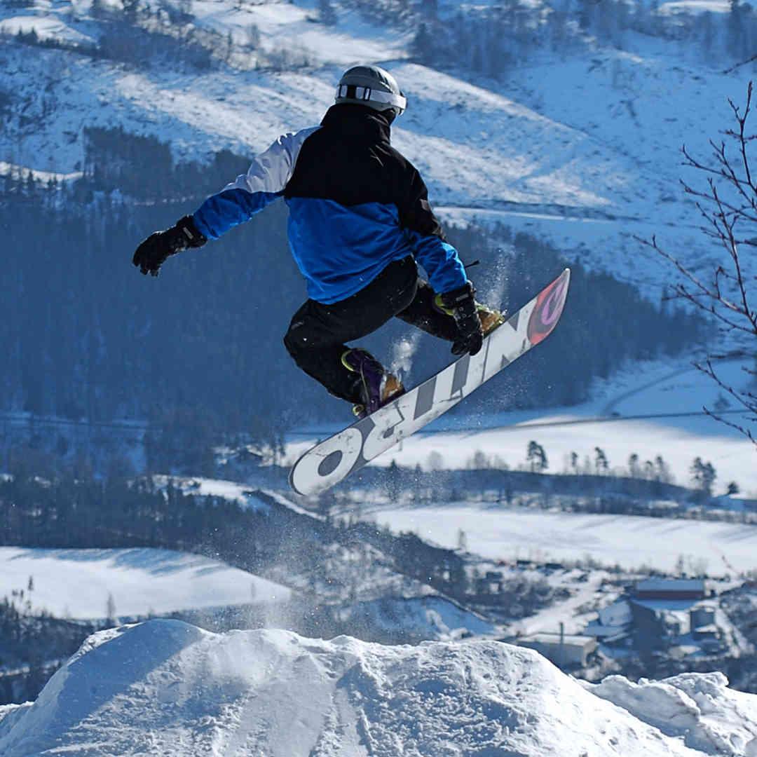 Lorenz beim Snowboarden.