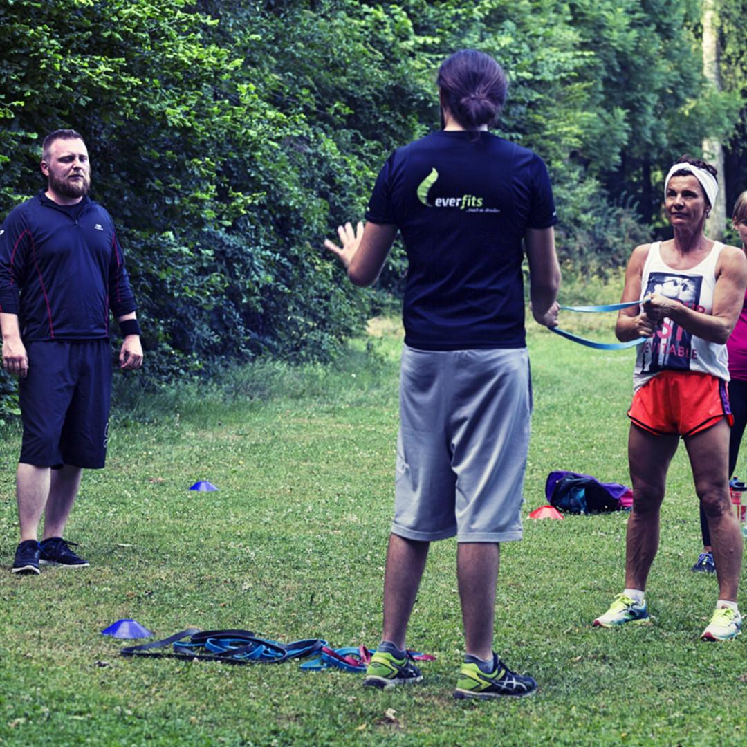 Professionelle Anleitung durch deinen Fitness Trainer