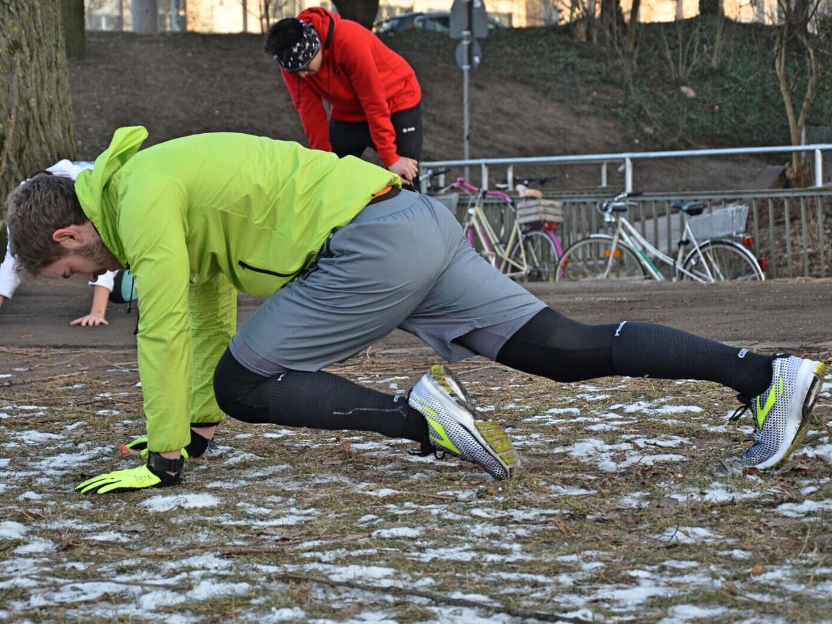 Functional Training mit der Übung Bergsteiger