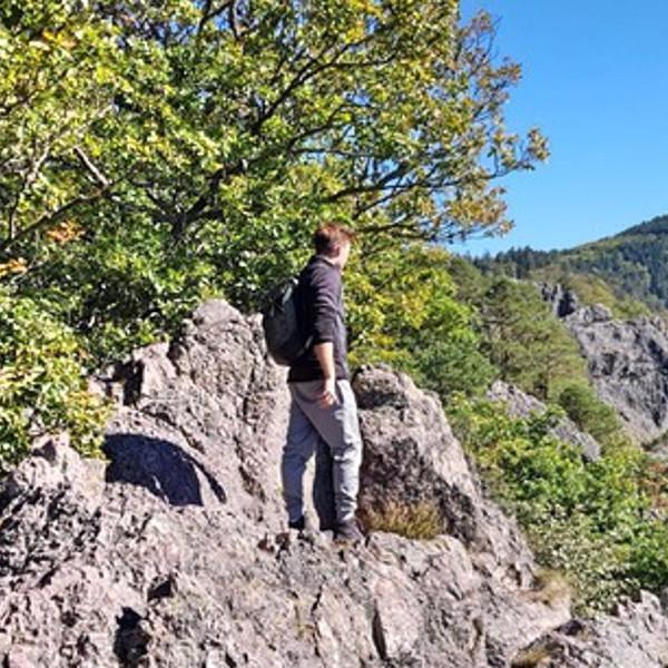 Outdoor Trainer Sebastian beim Wandern