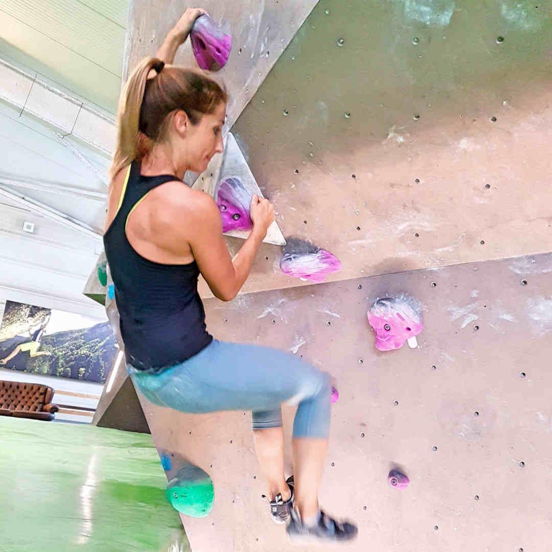 Fitness Trainerin Steffi beim Bouldern