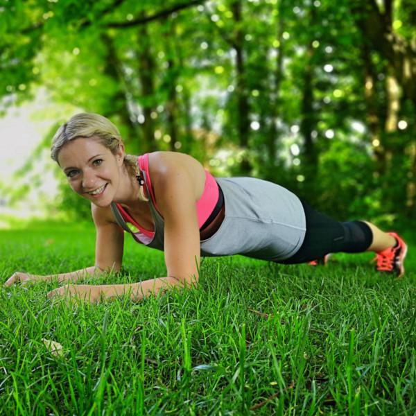 Ganzkörper Training durch den Unterarmstütz (engl. Plank)