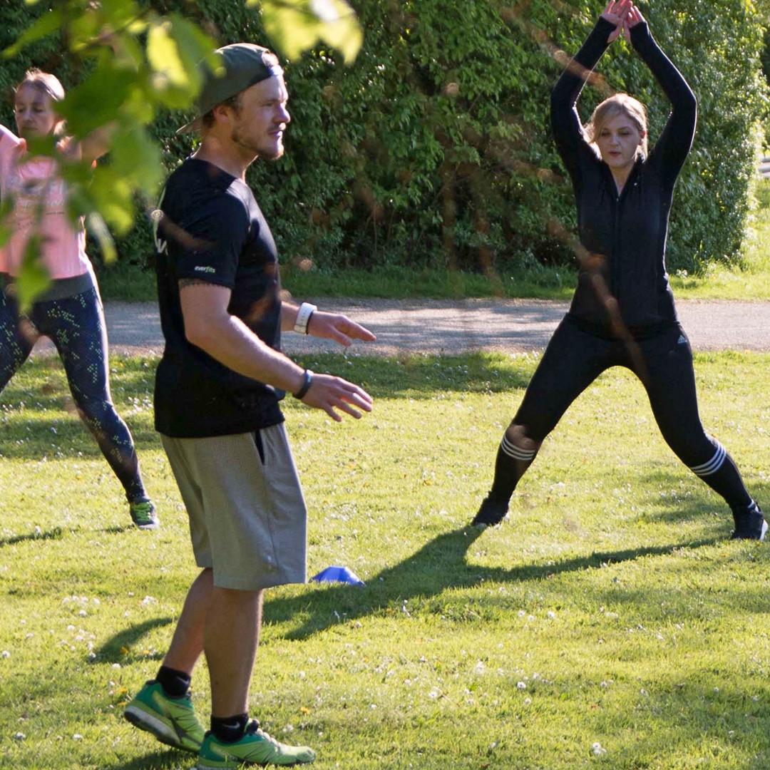 Ganzheitliches Training mit Hampelmänner (Jumping Jacks)